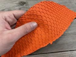 Détail écailles cuir de poisson tilapia orange mat travail du cuir cuirenstock