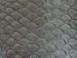 Détail écailles cuir de poisson tilapia gris anthracite satiné Cuir en stock