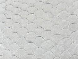 Détail écailles cuir de poisson tilapia blanc satiné Cuir en Stock