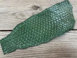 Peau de cuir de poisson tilapia vert glossy maroquinerie accessoire bijoux Cuir en stock