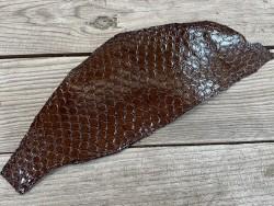Peau de cuir de poisson tilapia marron glossy brillant accessoire bijoux maroquinerie Cuir en stock
