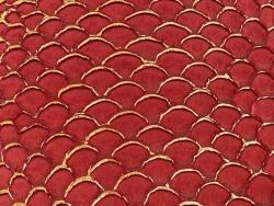 Détail écailles peau de cuir de poisson tilapia rouge dorée métallisé mat Cuir en stock