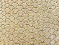 Détail écailles cuir de poisson tilapia beige glossy doré bijoux accessoire maroquinerie Cuir en Stock