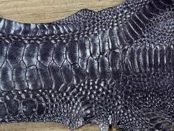 Détail grain de peau cuir patte de coq nacré bleu acier luxe exotique Cuir en stock