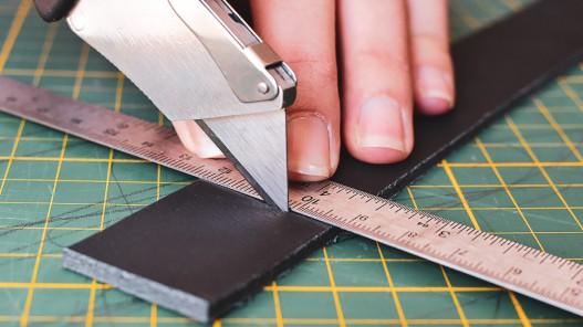 Découper du cuir épais au cutter - Cuir en Stock