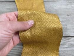 Peau cuir poisson saumon jaune doré nacré bijoux accessoire maroquinerie luxe exotique Cuir en stock