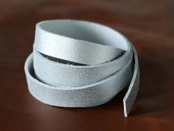 Bande de cuir craquelé gris mat - Cuir en Stock