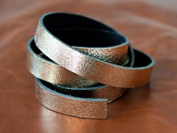 Bande de cuir or métallisé craquelé - Cuir en Stock