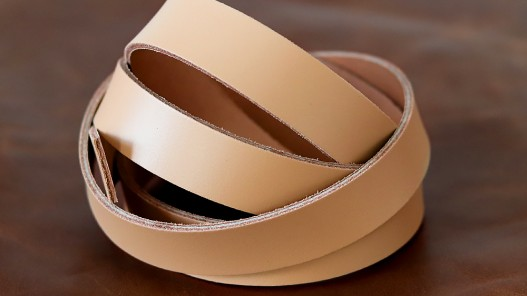 Bande de cuir couleur beige sable - Cuir en Stock