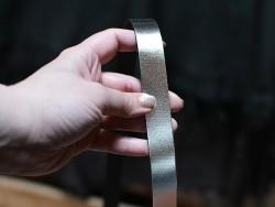Bande lanière de cuir argent métallisé - Cuir en Stock
