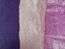 Lot de 3 peaux de cuir de poisson saumon nuances rose violet mat satiné nacré métallisé Cuir en stock