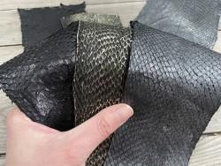 Lot de 3 peaux de cuir de poisson saumon camaïeu de noir gris mat satiné nacré métallisé cuir en stock