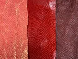 Lot de 3 peaux de cuir de poisson saumon camaïeu de rouge orange mat satiné nacré métallisé Cuir en Stock