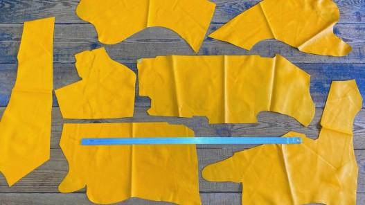Morceaux peau cuir veau vente au détail en gros jaune cuirenstock