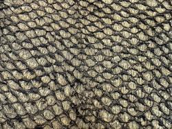 Détail écailles peau cuir poisson perche du Nil noir doré Cuir en Stock