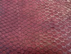 Détail écailles - peau cuir poisson - Perche du Nil - rouge pourpre - Cuir en Stock