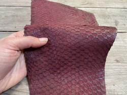 Peau de cuir de poisson - Perche du Nil - rouge pourpre - luxe exotique - bijoux maroquinerie - Cuir en stock
