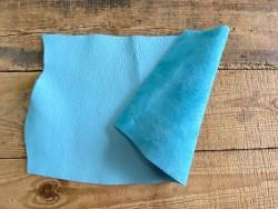 Recto verso grand morceau de cuir de taurillon togo bleu ciel cuir en stock