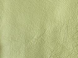 Détail grain de peau - cuir de taurillon - Togo - jaune anis Cuir en Stock