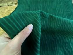Détail croûte de cuir de requin poisson vert émeraude - luxe - exotique - bijou - maroquinerie - gainage - cuir en stock