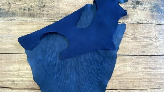 Peau de croûte de cuir de poisson - requin - luxe - exotique - bleu - maroquinerie - nubuck - cuir en stock