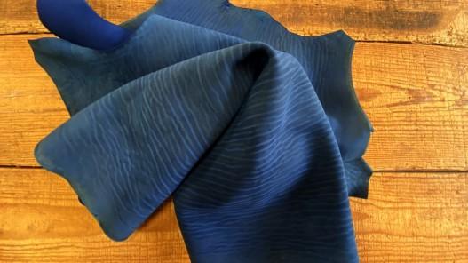 Peau de croûte de cuir de poisson - requin - luxe - exotique - bleu - maroquinerie - nubuck - cuirenstock