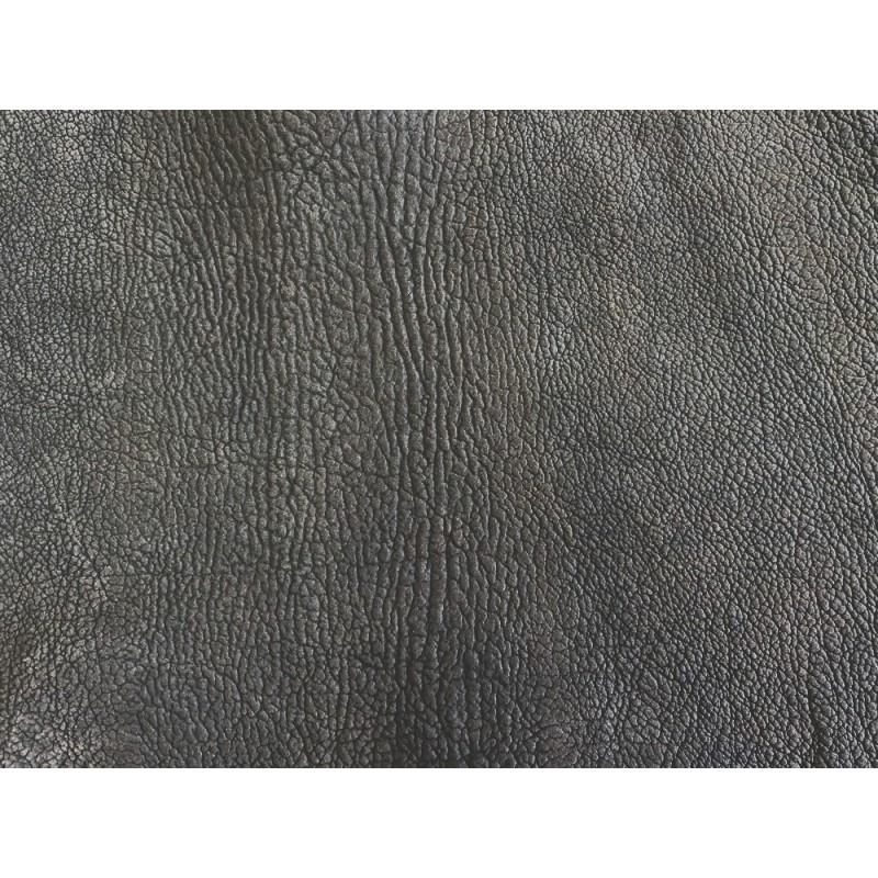Détail grain de peau cuir de poisson requin nubuck brun - Cuir en Stock