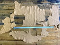 Morceaux de cuir de vache sable - beige chaud - vendu au poids - maroquinerie - cuir en stock