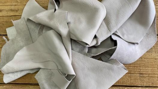 Chutes de cuir de vache gris clair - maroquinerie - Cuir en Stock