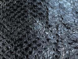 Détail écailles - cuir de poisson - Perche du Nil - Noir satiné - Cuir en Stock