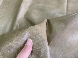Détail grain de peau de cuir de porc - vert kaki - maroquinerie - classique - Cuir en Stock