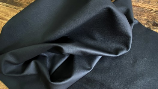 Demi peau de cuir de vache texturé noir Cuirenstock