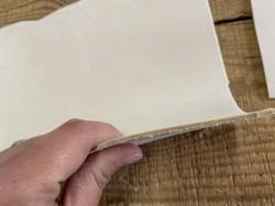 Détail tranche chutes de cuir de vache végétal nubuck naturel - vendu au poids - cuirenstock