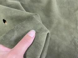 Détail peau de chèvre velours vert kaki - maroquinerie - vêtement - Cuir en stock