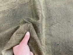 Détail peau de cuir de chèvre vieilli vert kaki nuancé - maroquinerie - Cuir en stock