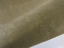 Peau de galuchat - détail perle centrale - grain perlé - vert kaki pailleté - bijou - gainage d'objet - Cuir en Stock