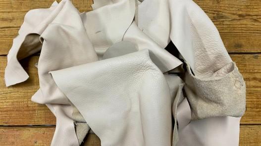 Chutes de cuir - beige crème - vente au poids - maroquinerie - Cuir en Stock