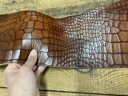 Détail morceau de collet de vache tannage végétal - cuir à ceinture - façon crocodile brun - Cuir en stock