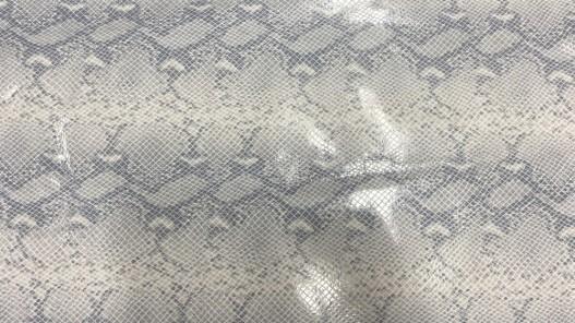 Détail morceau de cuir de veau façon serpent gris - maroquinerie - Cuirenstock