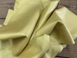 Chutes de cuir de veau métallisé jaune or - maroquinerie - Cuir en Stock