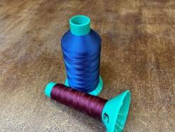 Lot de 2 bobines de fil taille 81 - couture machine - bleu marine et bordeaux - promotion - Cuir en Stock