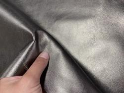 Détail peau de cuir de chèvre métallisé bronze antique - maroquinerie - Cuir en stock