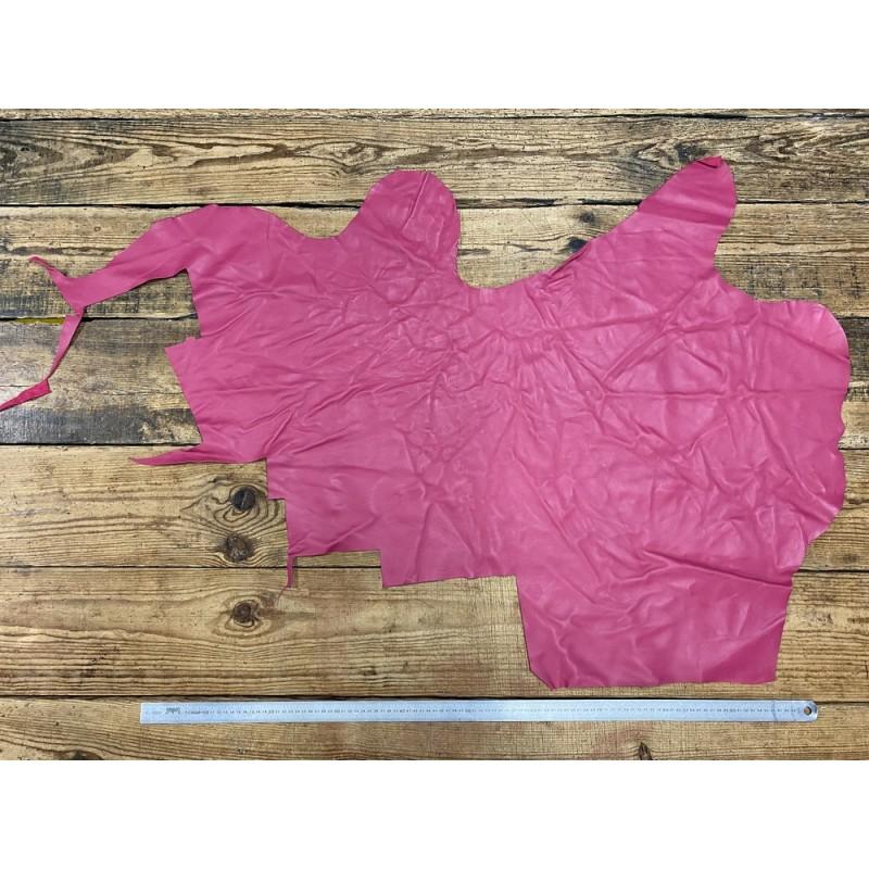 Grand morceau de cuir de veau lisse rose fuschia - maroquinerie - ameublement - Cuir en Stock