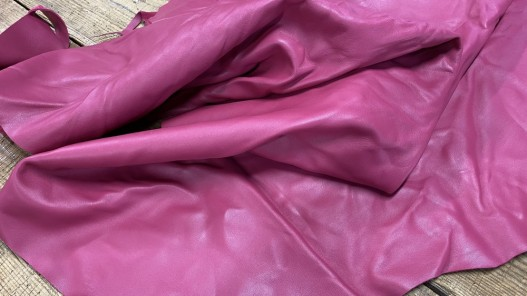 Souplesse morceau de cuir de veau lisse rose fuschia - maroquinerie - ameublement - Cuirenstock