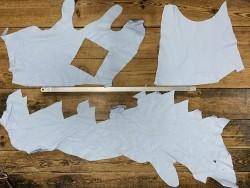 Morceau de cuir de veau bleu ciel vendu au poids - maroquinerie - bijou - accessoire - cuir en stock