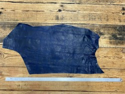 Morceau de cuir de veau pullup bleu marine nuancé - cuir gras - maroquinerie - Cuir en stock