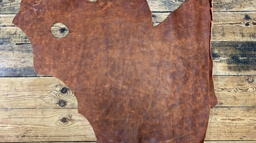 Grand morceau de cuir de vachette - effet pullup - brun terra cotta nuancé - maroquinerie ameublement - Cuir en Stock