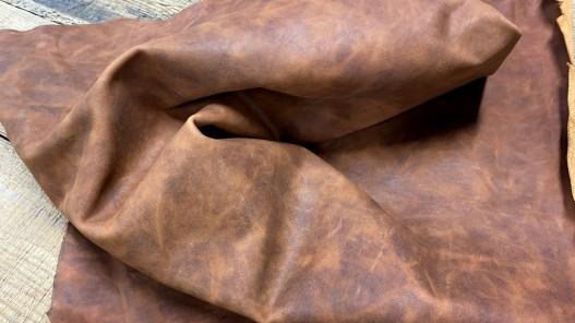 Souplesse morceau de cuir de vachette - effet pullup - brun terra cotta nuancé - maroquinerie ameublement - Cuirenstock