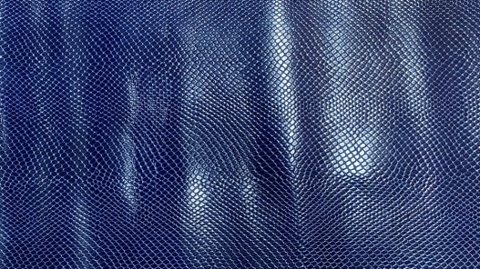 Cuir de vachette grain façon serpent - bleu - maroquinerie - cuir en stock