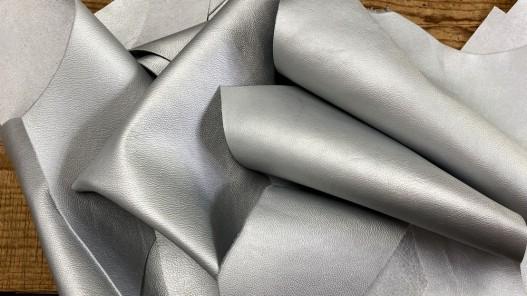 Chutes de cuir de veau métallisé argent - maroquinerie - Cuir en Stock